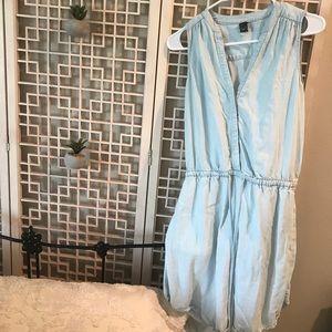 Light wash denim dress w/ pockets